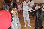 Dětský maškarní karneval pod vedením skupiny Ladislava Dobeše je ve znamení písní, soutěží, tance a zábavy.