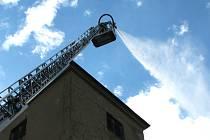 Hasiči z Vyškovska si vyzkoušeli při taktickém cvičení likvidaci požáru bučovického zámku.