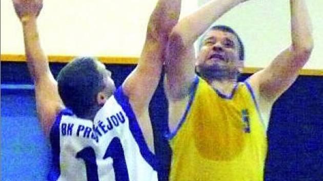 NAPLNO. Ve vyškovské hale sice vládla přátelská atmosféra, ale zejména toto utkání Husovic proti Prostějovu přineslo také boj.