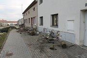 Opilá žena narazila do domu ve Lhotě.