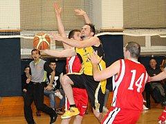 Basketbalisté Vyškova porazili v oblastním přeboru II. třídy Slavii Kroměříž B 58:49.