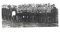 SK Vyškov 1922. Zleva: Fr. Korec, J. Hermich, J. Pernica, St. Jelínek, V. Kaláb, J. Hrozek, O. Zeman, V. Skřivánek, J. Bergman, V. Gardavský.
