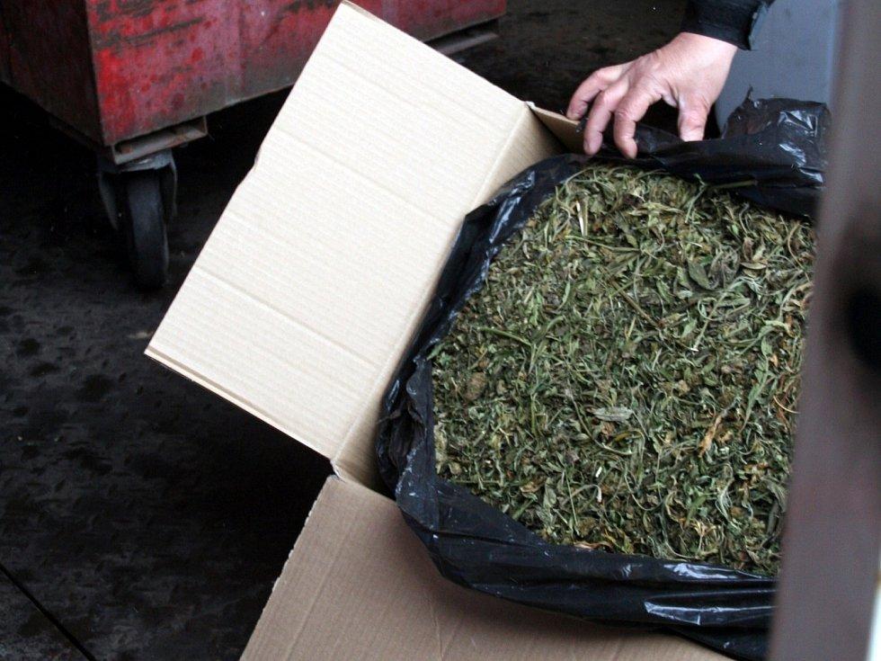 Ve vyškovské spalovně shořelo pod dohledem policie téměř půl tuny drog a materiálu na jejich výrobu.