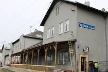 Budova vyškovského vlakového nádraží prochází změnami. Podle lidí už bylo na čase.