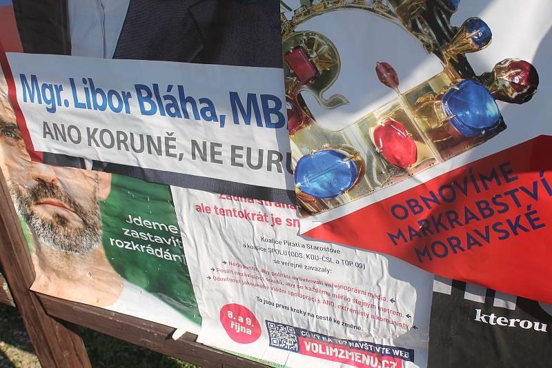 Volební sobota v Nemochovicích na Vyškovsku. Obec je domovem pro necelé tři stovky obyvatel.