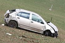 Havárie osobního auta u Manerova si vyžádala čtyři zranění.