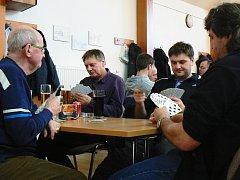 V Krásensku se v sobotu konal tradiční turnaj v mariáši. Svůj karbanický um hráči poměřili v sedmi soutěžních kolech.