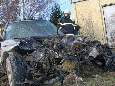 Srážka osobního auta a vlaku na přejezdu v Rousínově.