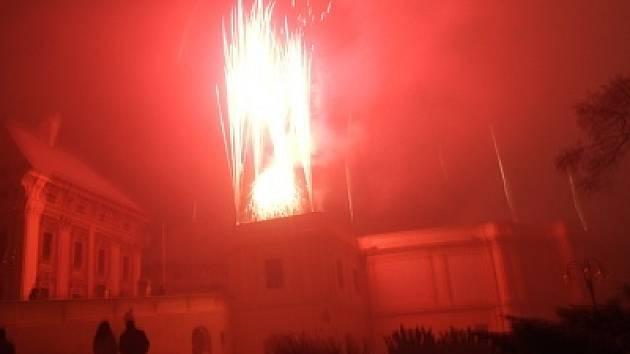 Novoroční ohňostroj ve Slavkově u Brna.