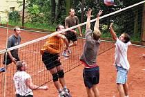I ligová družstva se zúčastní tradičního volejbalového turnaje O pohár Lulče na čtyřech antukových kurtech u koupaliště U Libuše.