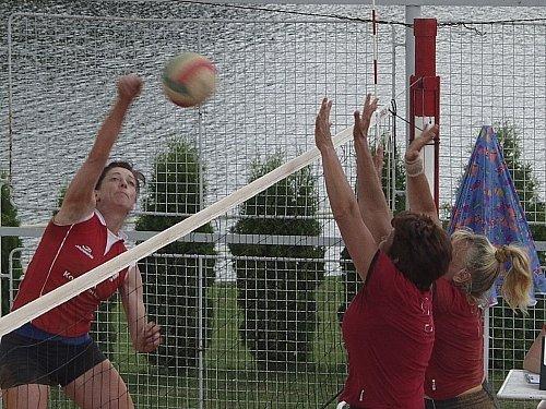 Jedenáctý ročník republikového mistrovství seniorek ve volejbale se uskuteční tento víkend v Křenovicích. Domácí tým věří nejen ve svůj úspěch, ale také ve velkou kvalitu celé akce.