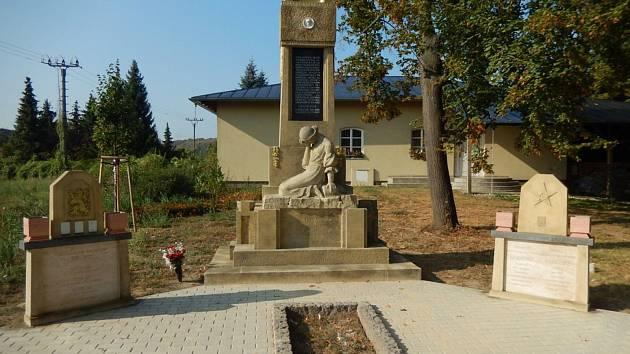 Památník obětem válek v bučovických Kloboučkách je opravený
