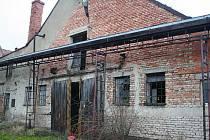 Areál bývalého Jednotného zemědělského družstva v Kozlanech chátrá už celou řadu let.