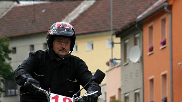 Rychtářovské závody mopedů.