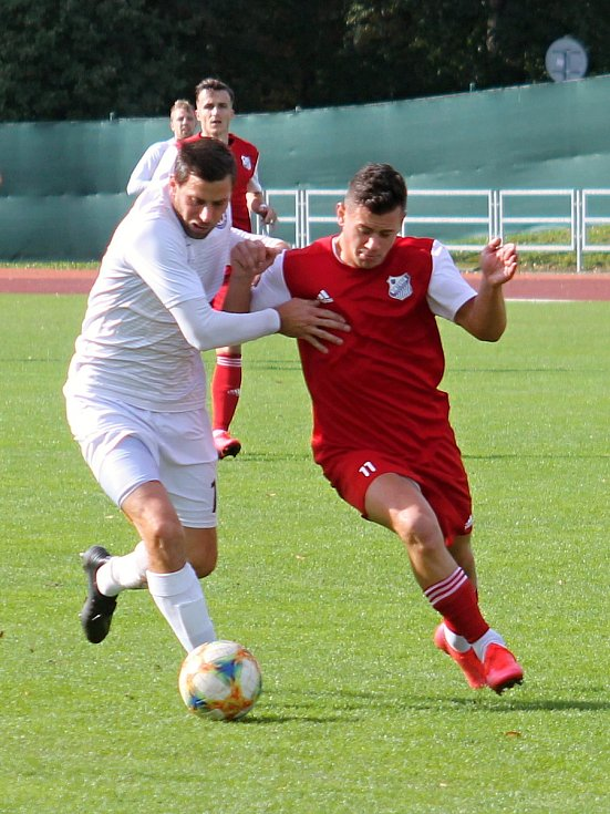 Fotbalisté MFK Vyškov (bílé dresy) porazili v utkání Moravskoslezské ligy Viktorii Otrokovice 3:1.