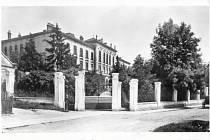 Před 116 lety. Slavnostní vysvěcení budovy dnešního gymnázia v Bučovicích