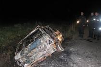 Ohořelý vrak auta v Moravských Málkovicích
