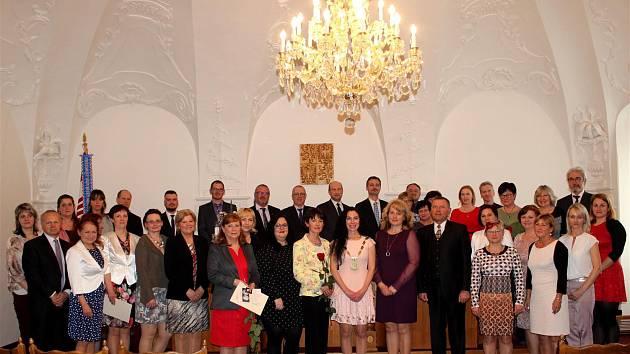 Den učitelů ve Vyškově: Pedagogům předali medaile s portrétem Komenského