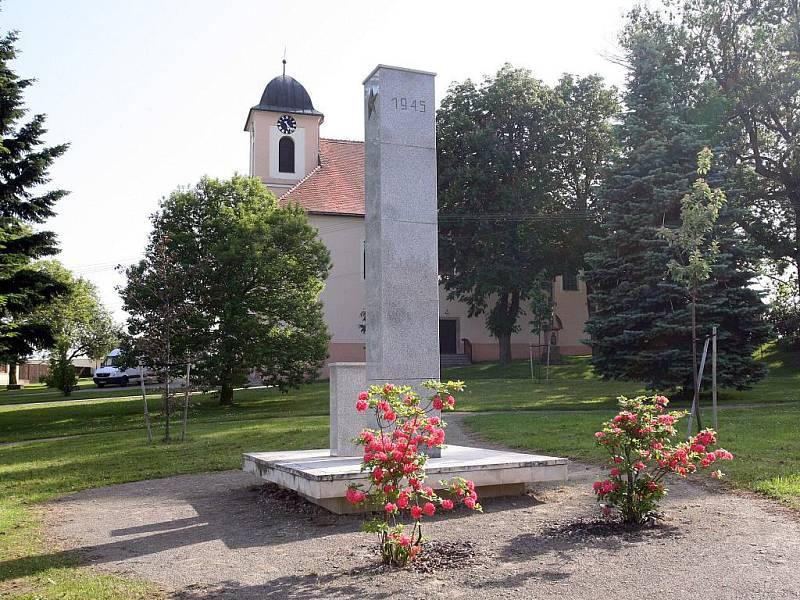 Památník obětem druhé světové války. Ilustrační fotografie.
