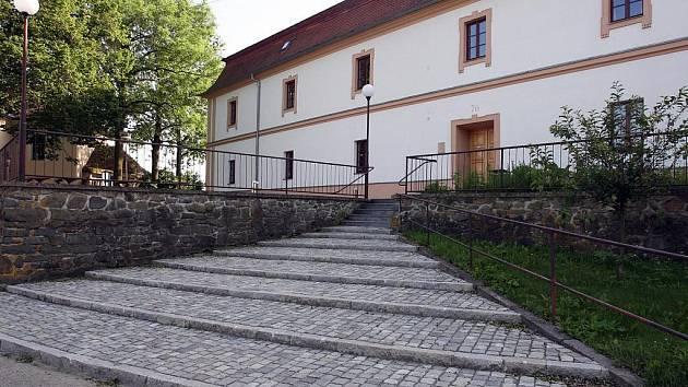 Rychta Krásensko je školské zařízení pro environmentální vzdělávání, působí v historické budově bývalého panského dvora.