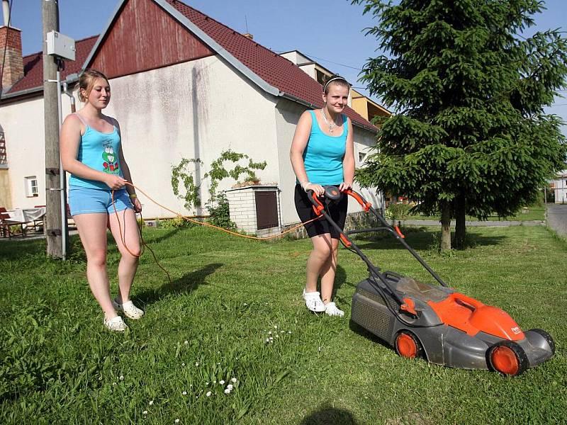 Obyvatelé Krásenska pečují o své zahrádky.  Ilustrační fotografie.