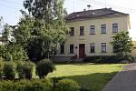 Základní škola vesnice Krásensko. Ilustrační fotografie.
