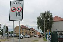 Zóna 30 funguje třeba i v ulici Na Vyhlídce ve Vyškově. Nejen kvůli tamní základní škole.