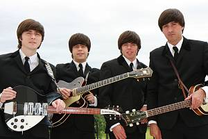 Revivalová kapela The Backwards.