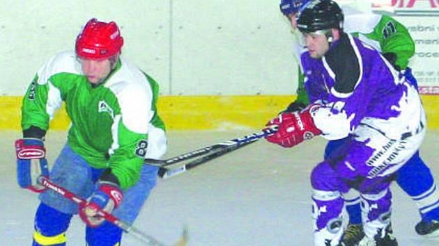 Devět amatérských hokejových celků se popasovalo O pohár Pruhovaného komanda. Velké bitvy se sváděly zejména o medailové pozice.