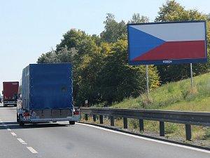 Odstraňování billboardů zpomalují zákony i neznámí majitelé reklamních ploch