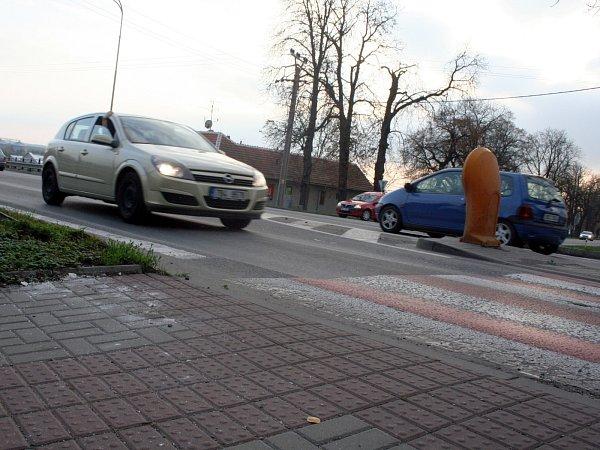 Iněkolik minut trvá řidičům, než se dostanou zvedlejší silnice ve Špitálské ulici ve Slavkově uBrna nebo od Křenovic na hlavní tah zBrna do Uherského Hradiště.