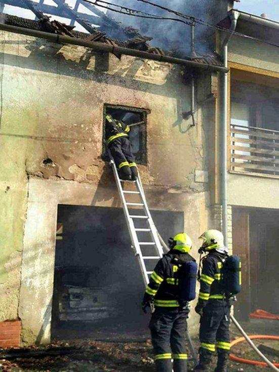 Ve Švábenicích hořel ve čtvrtek v podvečer rodinný dům.