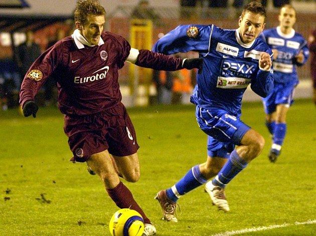 Prvoligové fotbalové utkání mezi Spartou Praha a Drnovicemi z 3. prosince 2004.