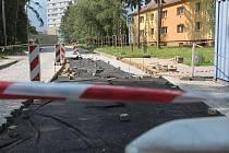 Po několika letech vyškovská radnice přistoupila k opravě alespoň části spojovací silnice na Sídlišti Víta Nejedlého v Dědicích.