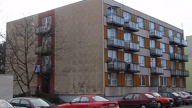 Problémový bytový Albrechtova 16 dům bude hlídat ostraha.