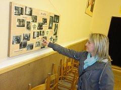 V sále zbýšovské hospody se lidé mohli podívat i na staré fotografie z působení někdejšího místního ochotnického spolku.