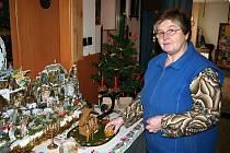 Anna Banďouchová sbírá už devatenáct let se svým manželem Betlémy. Ty vystavuje a vybrané peníze věnuje kapli.