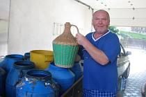 Jeden z prvních majitelů čerstvé třešňové pálenky Polášek z Osičan.