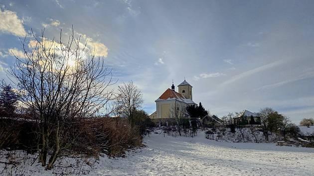 Zimní procházka v Rousínově má pohádkovou atmosféru.