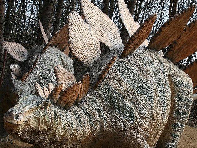 Stegosaurus ve vyškovském Dinoparku.