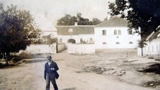 Budova muzea před více jak sto lety (cca rok 1904)
