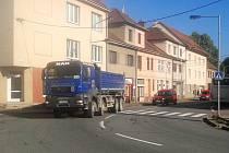 Stovky těžkých aut denně projedou i přes vyškovskou ulici 9. května.