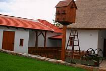 Výtvory školáků uvidí lidé na výstavě v galerii ve stodole Hanáckého statku.