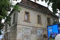 Budova Staré pošty v centru Rousínova je už dlouhá léta v katastrofálním stavu.