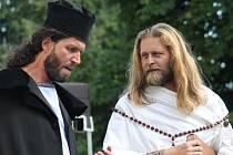 Představení Cyril a Metoděj – Po stopách strhujícího příběhu na nádvoří Muzea Vyškovska ukázalo, že i křesťanskou historii lze pojmout odlehčenou a zábavnou formou.