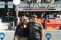 Matku autisty před čtyřmi lety odmítlo 14 základních škol na Brněnsku a Vyškovsku včetně té spádové, milešovické. Lenka Krajčovič (na snímku se synem Janem) to nevzdala.