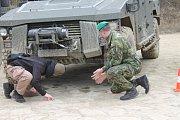 Dvanáct různých automobilových společností ukázalo více než padesát typů terénních i lehkých obrněných vozidel, z nichž vybrané nahradí armádní vozy, kterým za tři roky končí životnost.
