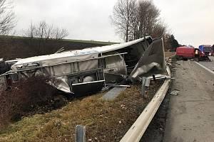 Dopravní nehoda osobního auta a cisterny zablokovala ve čtvrtek provoz na dálnici D1 nedaleko Rousínova.