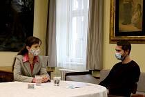 Na snímku vpravo je Jan Pokluda, psycholog a psychoterapeut.