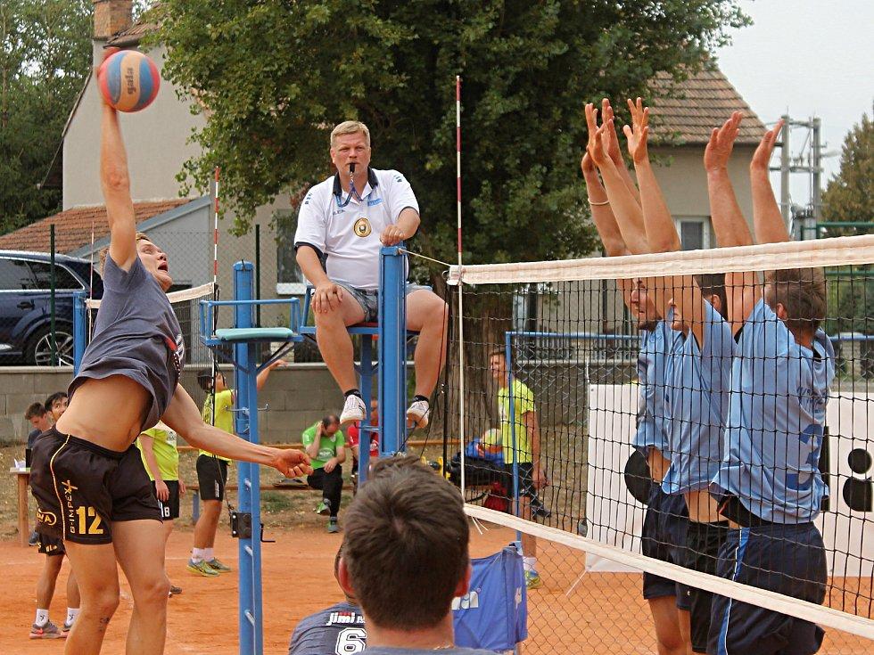 15. ročník antukového turnaje volejbalistů v Bučovicích, Memoriálu Ing. Vladimíra Spirita, vyhrál tým Volejbal Brno.